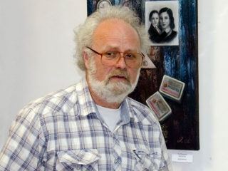Выставку открывает Олег Емельянов