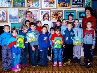 Дети из Дома ребёнка на выставке