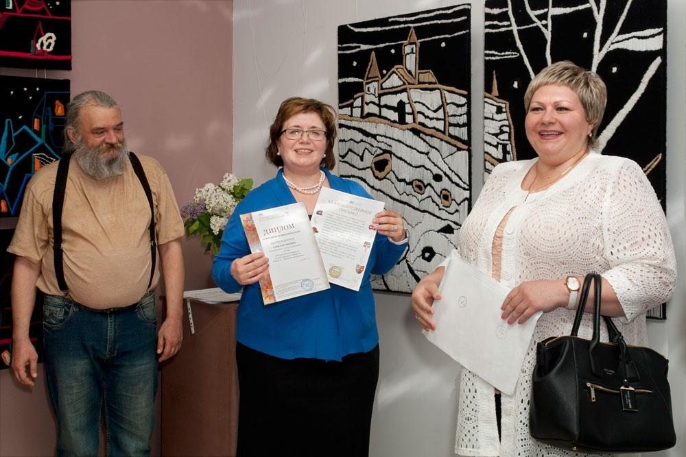 Диплом и благодарственое письмо вручены организору вывставки - Елене Малыгиной