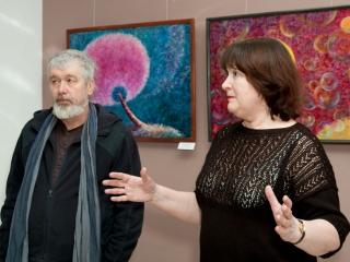 Выставку открывают Владимир Рассказов и Татьяна Казакова