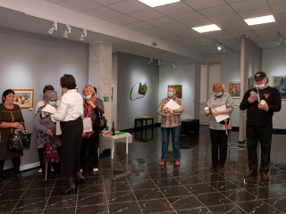 Каталоги были подарены всем пришедшим на открытие выставки