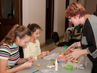Мастер-класс по тестопластике ведет Людмила Литвинова