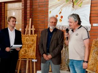 На открытии выставки выступает председатель СРОО Союза Дизайнеров РФ Корабельников Вадим Владиславович