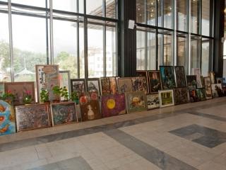 Всего на выставкоме было отобрано 245 работ. Большая часть привезена в музей.