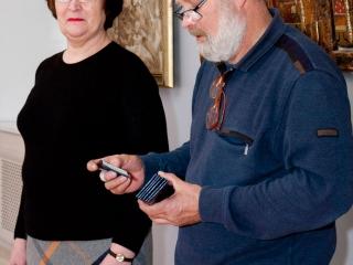 Олег Емельянов и Татьяна Казакова открывают выставку.