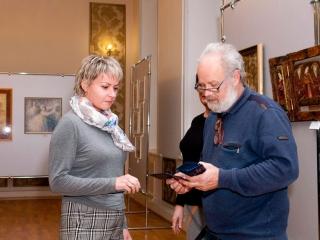Членский билет вручается Екатерине Самыкиной.