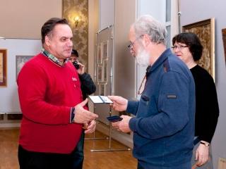 Членский билет вручается Юрию Землякову.