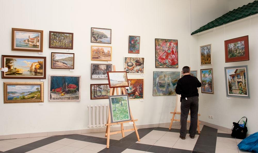 Последние приготовления перед открытием выставки
