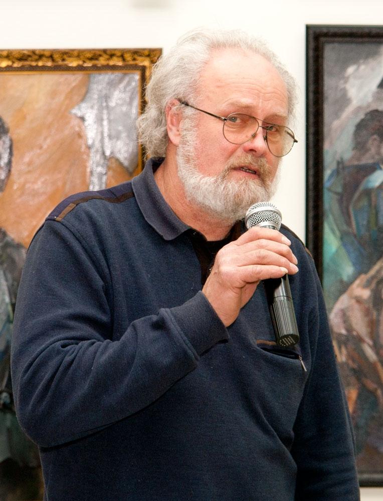 Олег Емельянов открывает выставку