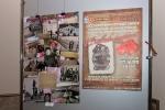 """Работа Елены Маховой \""""Вчера была война...\"""" (семейные фото военного времени) и афиша выставки"""