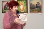 Валентина Соколова читает свое стихотворение, написанное под впечатлением от выставки