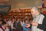 Юлий Васильевич Колесник рассказывает учащимся школ о работе издательства и создании книг