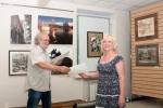 Сертификат участника выставки вручается Наталье Александровой