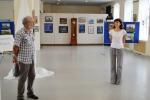 О.Н. Емельянов поздравляет М. Гаврилову с открытием ее персональной выставки