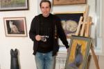 Александр Авдюшкин рядом со своей работой